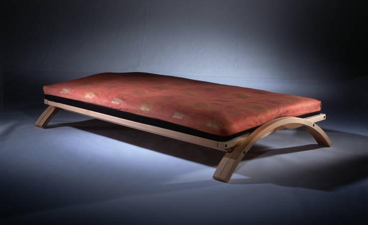 Boogie: klassische Schlafzimmer von Mildenberger Möbel und Objektgestaltung