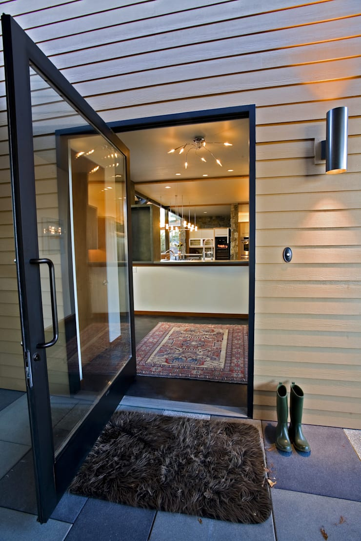 Hangman Valley Residence:  Windows  by Uptic Studios