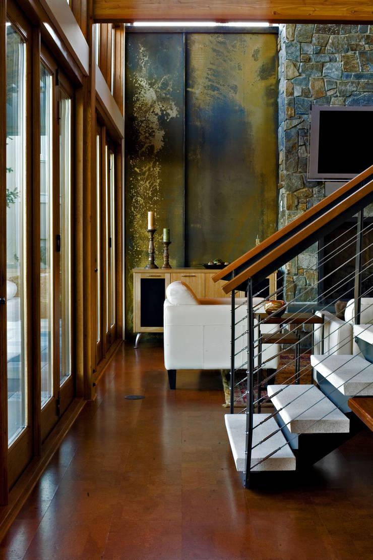 Hangman Valley Residence:  Corridor & hallway by Uptic Studios