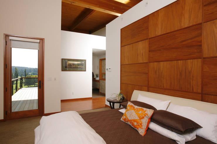 Projekty,  Sypialnia zaprojektowane przez Uptic Studios