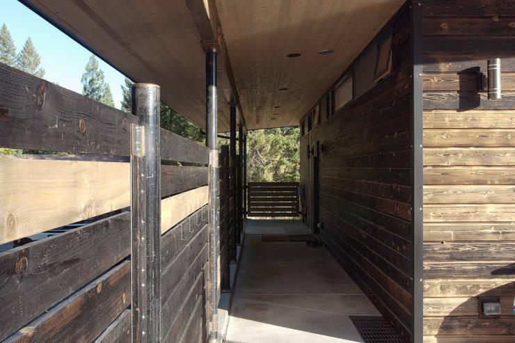 Uptic Studiosが手掛けた廊下 & 玄関