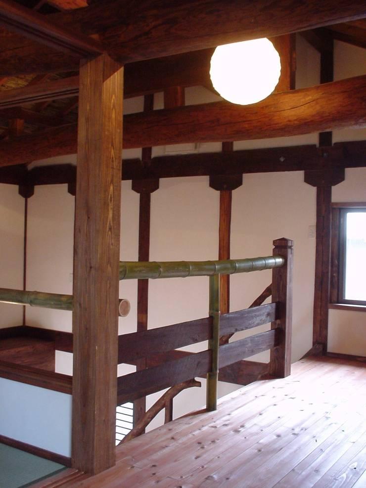 階段ホール: 土公建築・環境設計室   DOKO Archtecture & Environmental Designsが手掛けたです。