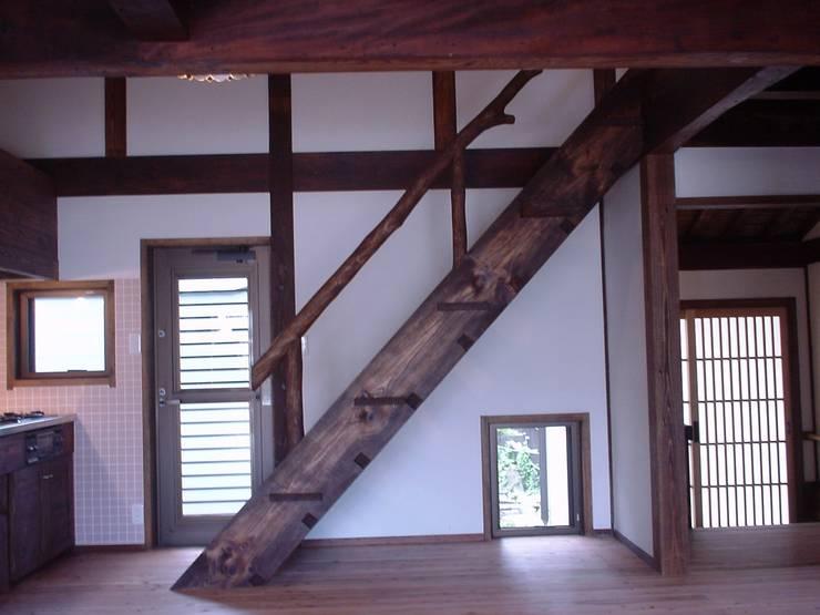 階段: 土公建築・環境設計室   DOKO Archtecture & Environmental Designsが手掛けたです。