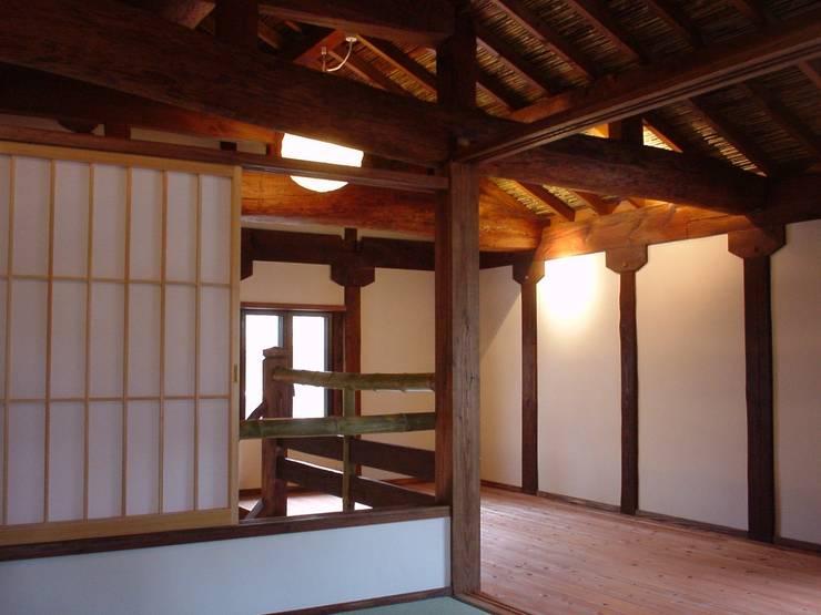 2階廊下: 土公建築・環境設計室   DOKO Archtecture & Environmental Designsが手掛けたです。