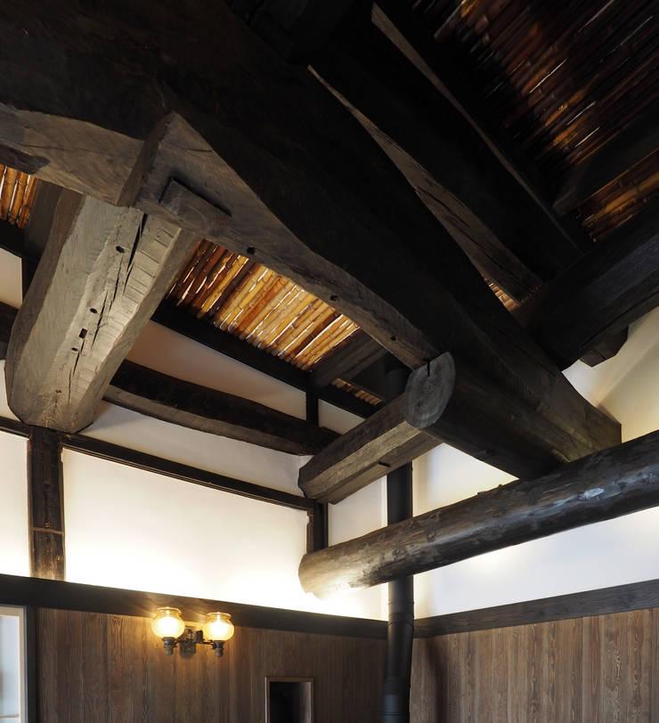 2段梁(シロアリ被害部材取り替え): 土公建築・環境設計室   DOKO Archtecture & Environmental Designsが手掛けたです。