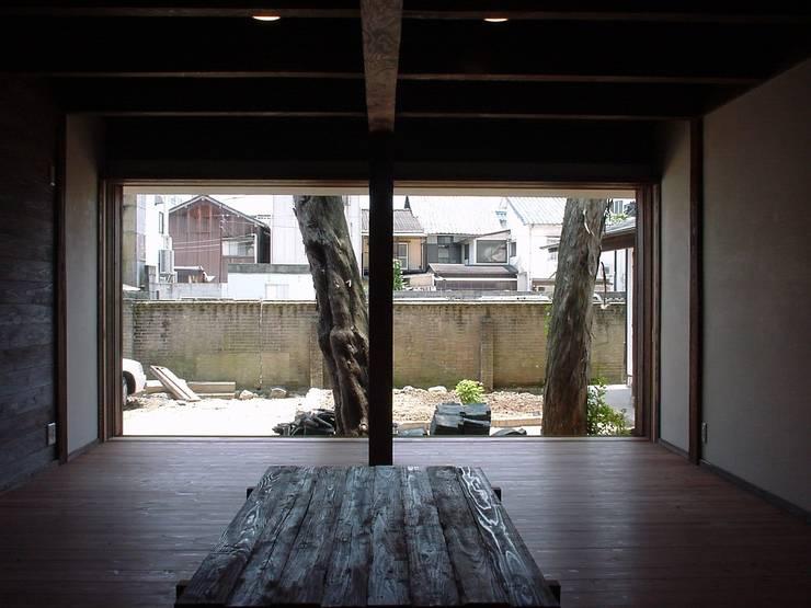 庭: 土公建築・環境設計室   DOKO Archtecture & Environmental Designsが手掛けたです。