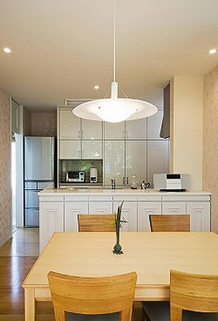 Modern style kitchen by 株式会社 間瀬己代治設計事務所 Modern