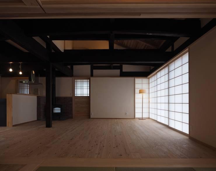 リビング: 土公建築・環境設計室   DOKO Archtecture & Environmental Designsが手掛けたです。