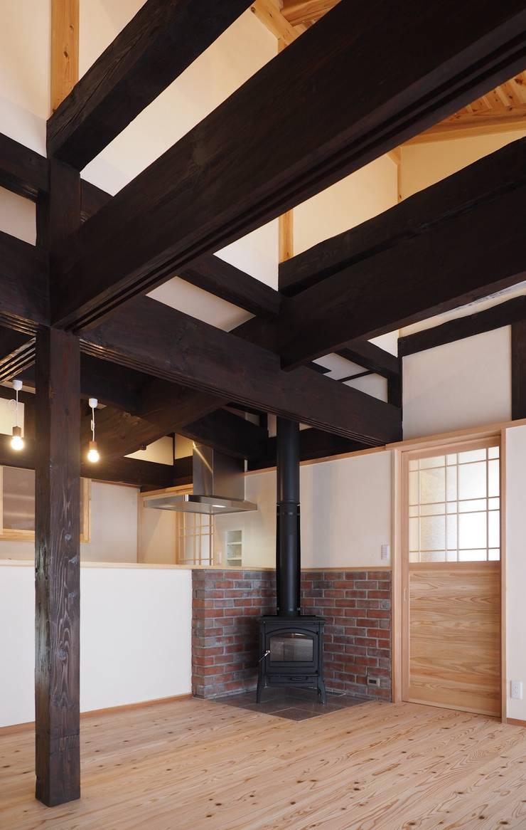 薪ストーブ: 土公建築・環境設計室   DOKO Archtecture & Environmental Designsが手掛けたです。