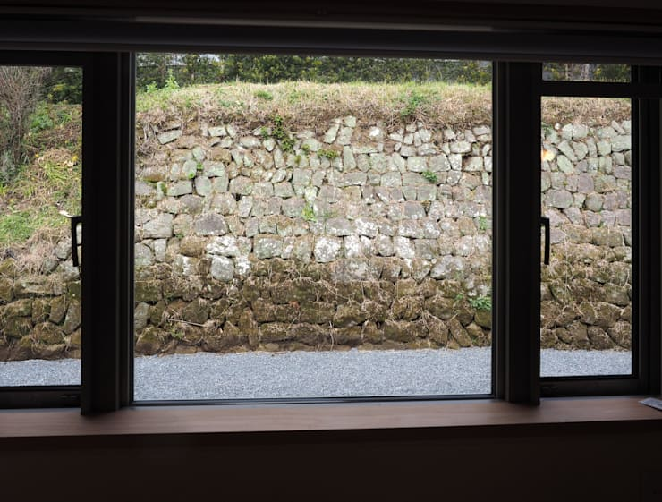 ダイニングの窓から: 土公建築・環境設計室   DOKO Archtecture & Environmental Designsが手掛けたです。
