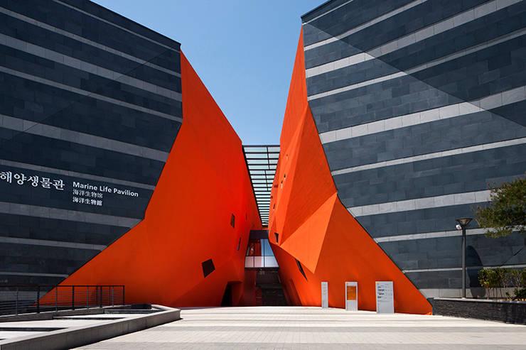 주출입구: Gansam Architects & Partners의  전시장
