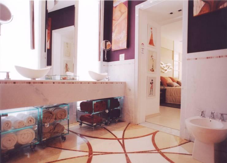 Banheiro do Casal: Banheiros  por Renata Manhães Arquitetura