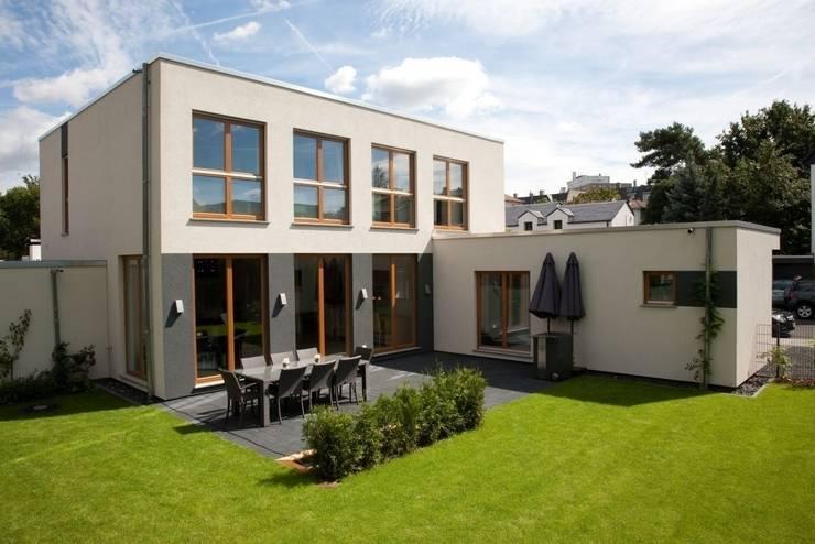 Casas de estilo  por RENSCH-HAUS GMBH