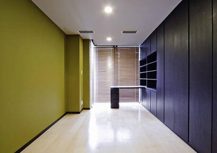 子供部屋1: 株式会社 間瀬己代治設計事務所が手掛けた子供部屋です。