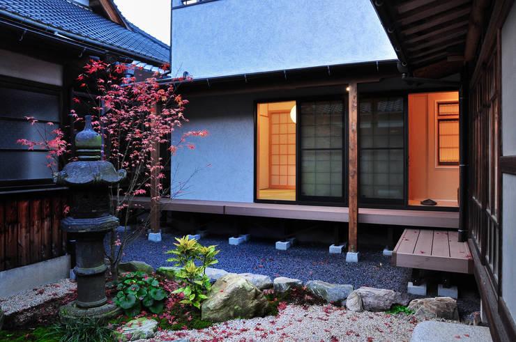 Rumah oleh 株式会社アトリエカレラ, Klasik