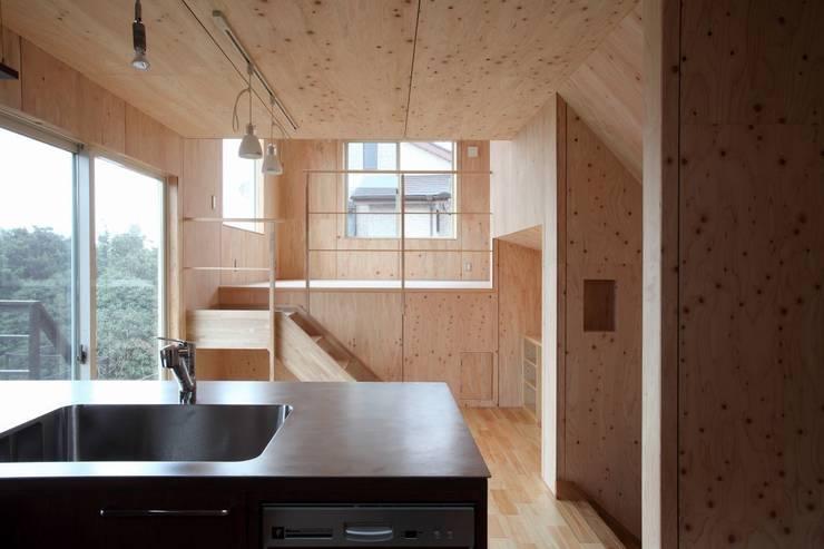 YNGH 吉野の小さな廻る家: 太田則宏建築事務所が手掛けたダイニングです。