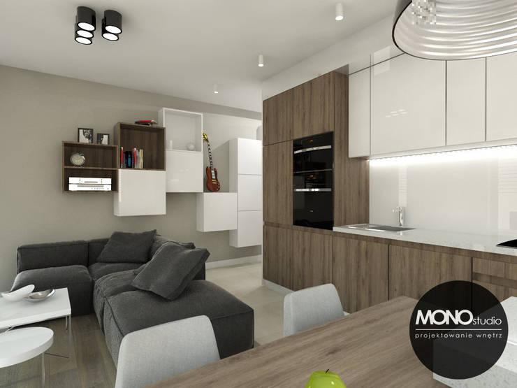 Mała ale przestronna kawalerka: styl , w kategorii Kuchnia zaprojektowany przez MONOstudio,Nowoczesny