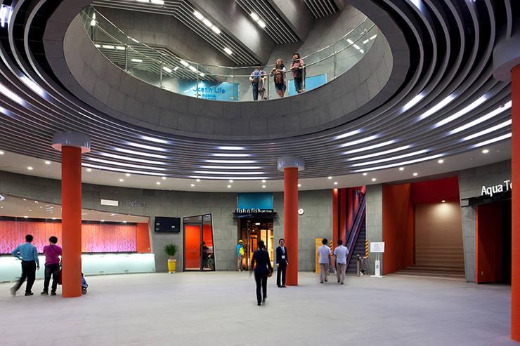센터플라자: Gansam Architects & Partners의  전시장