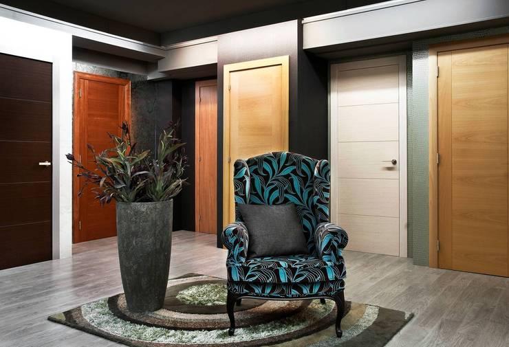 Puertas y ventanas de estilo ecléctico por Grupo Lober