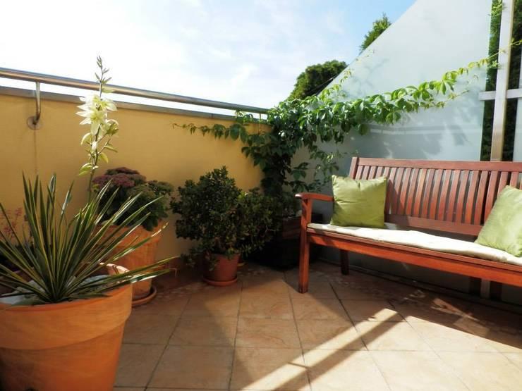 Projekt balkonu: styl , w kategorii Taras zaprojektowany przez ARCHITEKTONIA Studio Architektury Krajobrazu Agnieszka Szamocka -Niemas,Śródziemnomorski