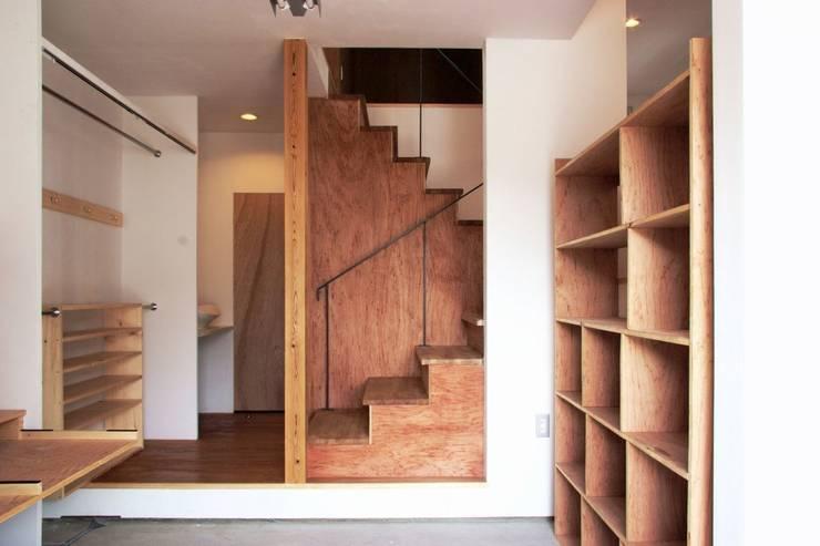 KMGO 小松原の小さなSOHO: 太田則宏建築事務所が手掛けた書斎です。