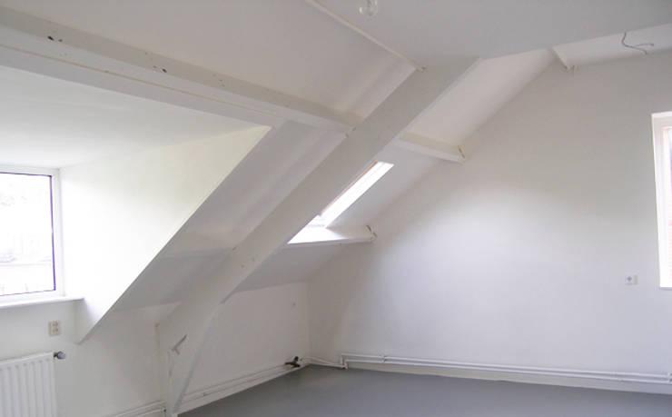 LEEFZOLDER | atelier:  Muren door WEBERontwerpt | architectenbureau, Modern