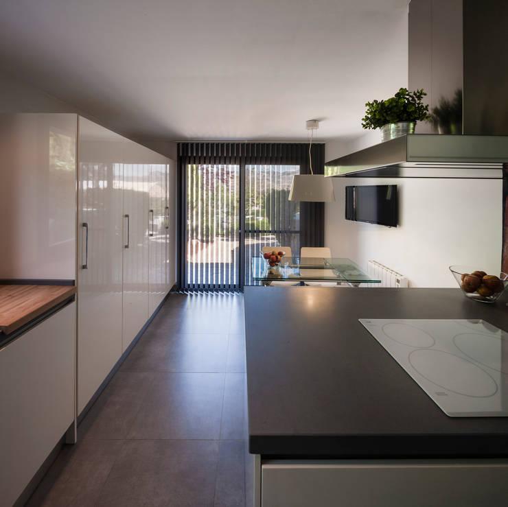 Cocina_ Interior: Cocinas de estilo  de ariasrecalde taller de arquitectura