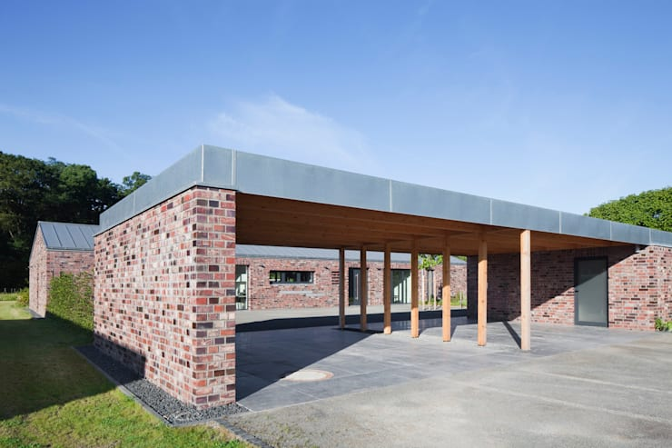 Wohnhaus Blechhof Dormagen: minimalistische Garage & Schuppen von Wichmann Architekten Ingenieure GmbH
