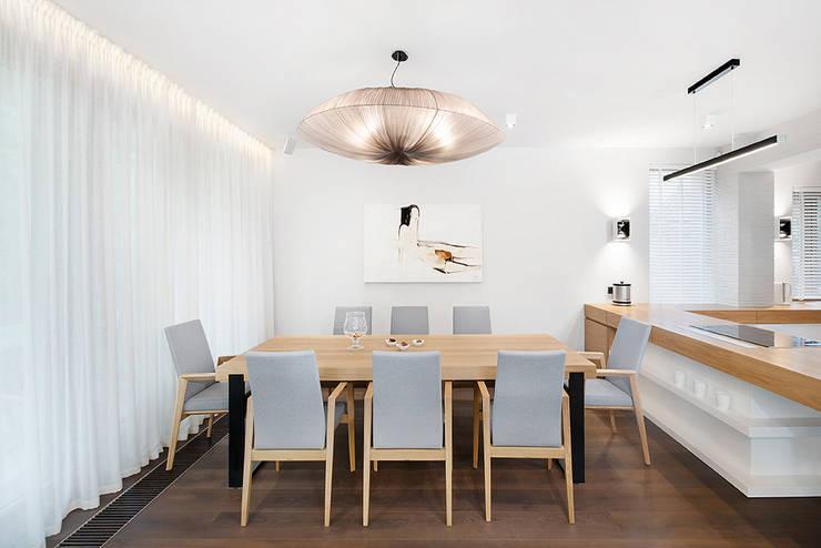 Wrocław / Biskupin, dom – 365m2: styl , w kategorii Jadalnia zaprojektowany przez razoo-architekci