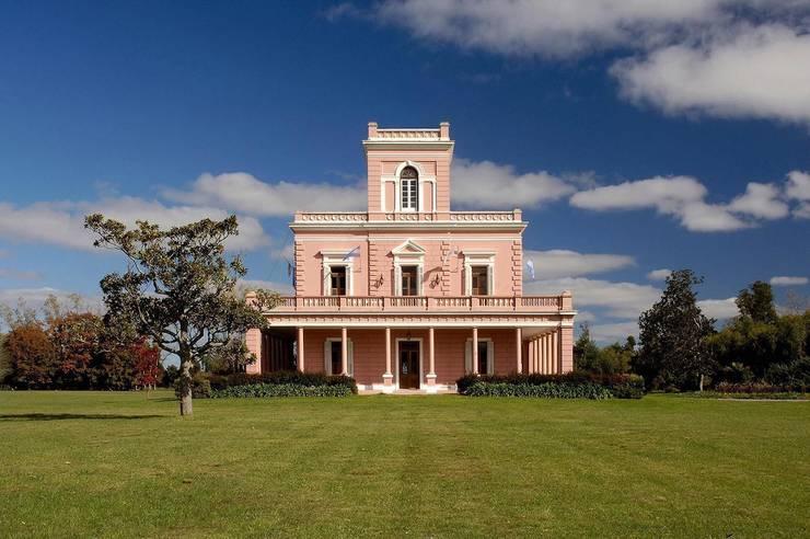 La Carlota: Casas de estilo  por Estudio Sespede Arquitectos