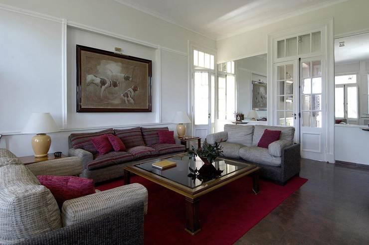 La Carlota: Casas de estilo clásico por Estudio Sespede Arquitectos