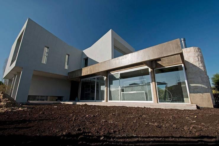 Los Castores, Nordelta : Casas de estilo moderno por Estudio Sespede Arquitectos