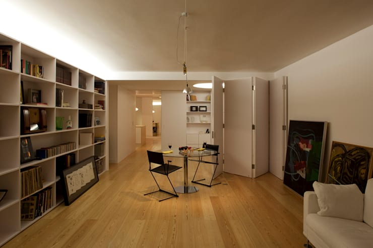 M Apartment: Salas de estar  por TERNULLOMELO Architects