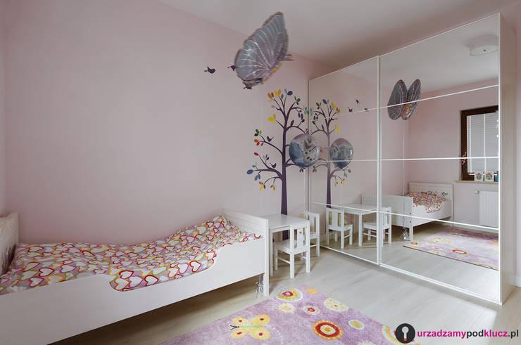 Dzieciaki górą : styl , w kategorii Pokój dziecięcy zaprojektowany przez Urządzamy pod klucz,