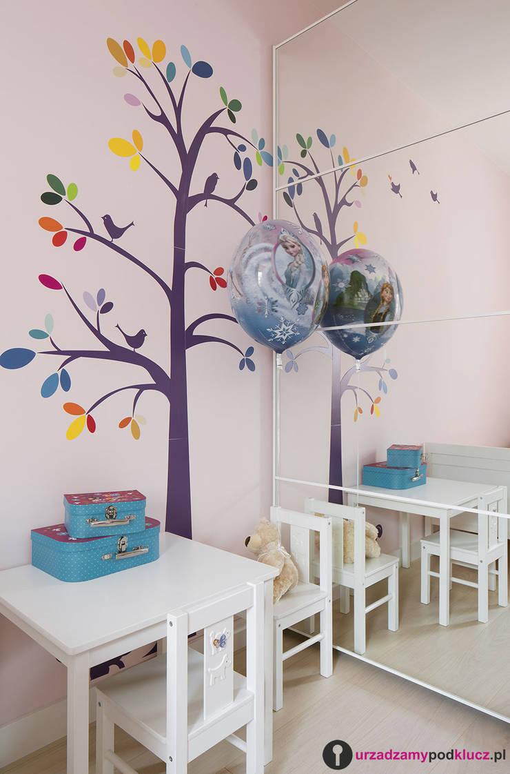 Dzieciaki górą : styl , w kategorii Pokój dziecięcy zaprojektowany przez Urządzamy pod klucz