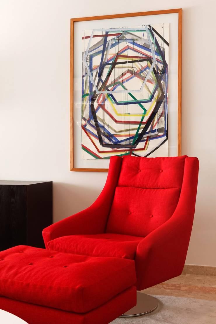 RED CITY:   por Spaceroom - Interior Design