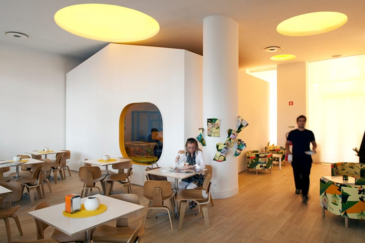 Petit Cabanon: Bares e clubes  por TERNULLOMELO Architects