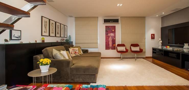 Living room by Escritório de Arquitetura e Interiores Janete Chaoui, Modern