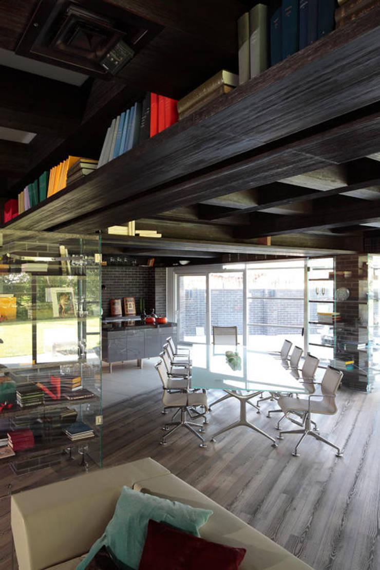 Загородный дом Подмосковье: Столовые комнаты в . Автор – Анахина, Эклектичный
