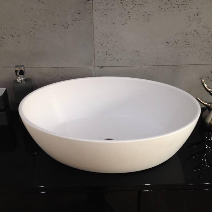 Umywalka nablatowa od Luxum: styl , w kategorii Łazienka zaprojektowany przez Luxum