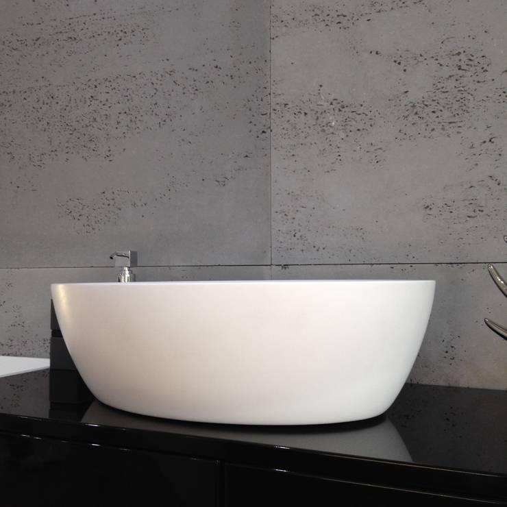 Owalna umywalka nadlatowa: styl , w kategorii Łazienka zaprojektowany przez Luxum