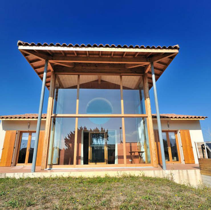 LA PREMIERE MAISON BBC EFFINERGIE DU GARD: Maisons de style  par JOSE MARCOS ARCHITECTEUR