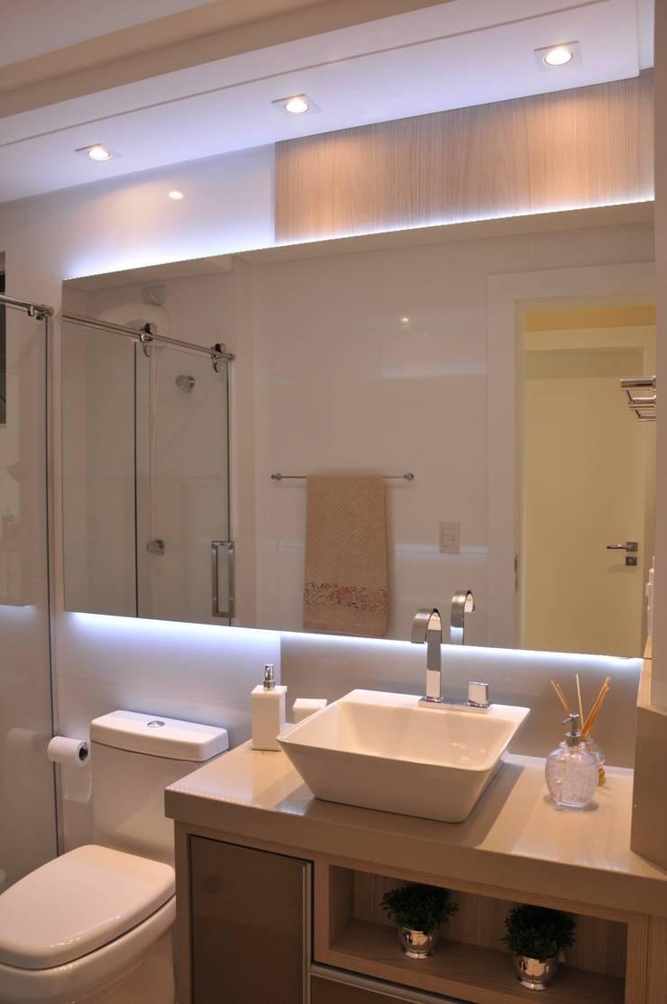 Banho Social: Banheiro  por Luizana Wiggers Projetos,