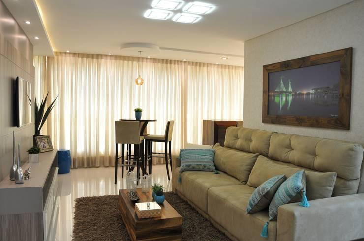 Sala de Estar: Sala de estar  por Luizana Wiggers Projetos