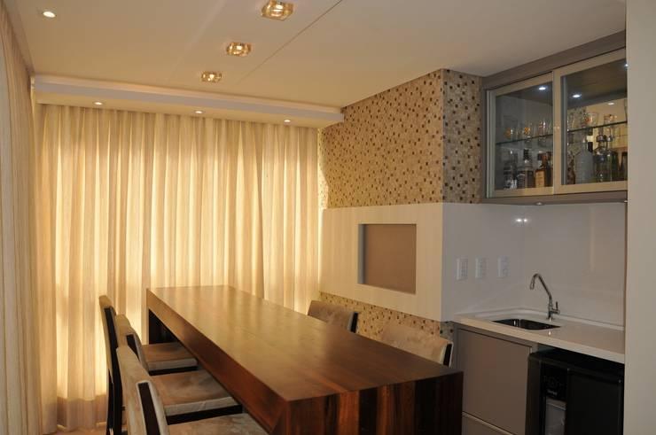 Salas de estar  por Luizana Wiggers Projetos