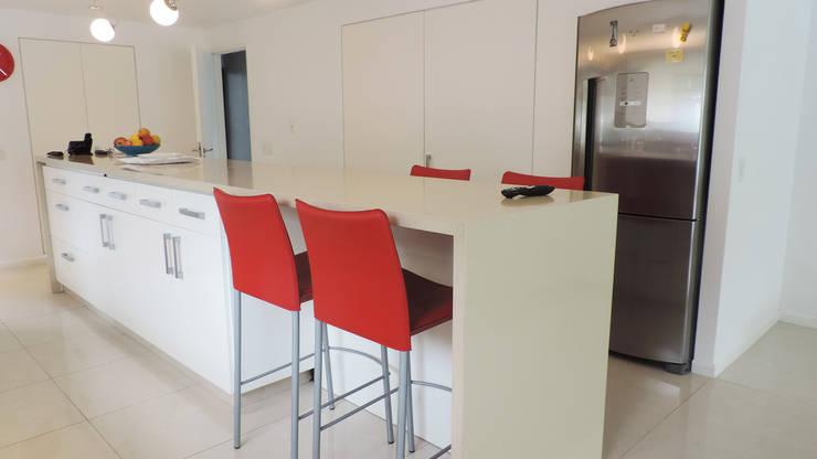Casa YD - Estancia Abril: Cocinas de estilo moderno por de Jauregui Salas arquitectos