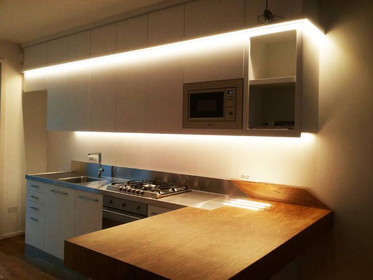 ABITAZIONE CESENA: Cucina in stile in stile Moderno di ARREDAMENTI MAMA