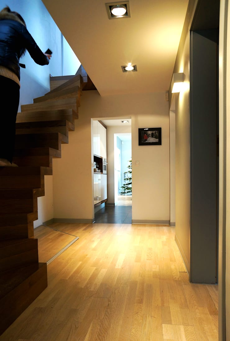 Rozbudowa domu: styl , w kategorii Korytarz, przedpokój zaprojektowany przez Grid Architekci ,