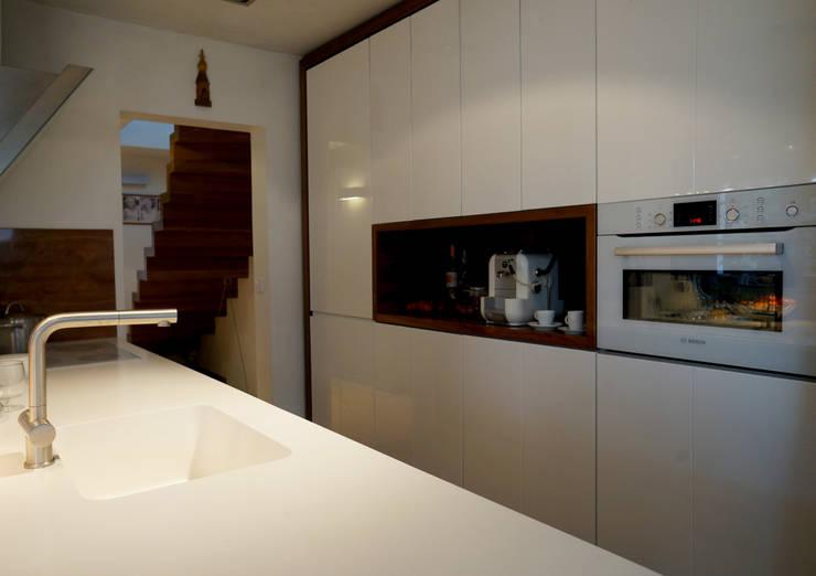 Rozbudowa domu: styl , w kategorii Kuchnia zaprojektowany przez Grid Architekci ,