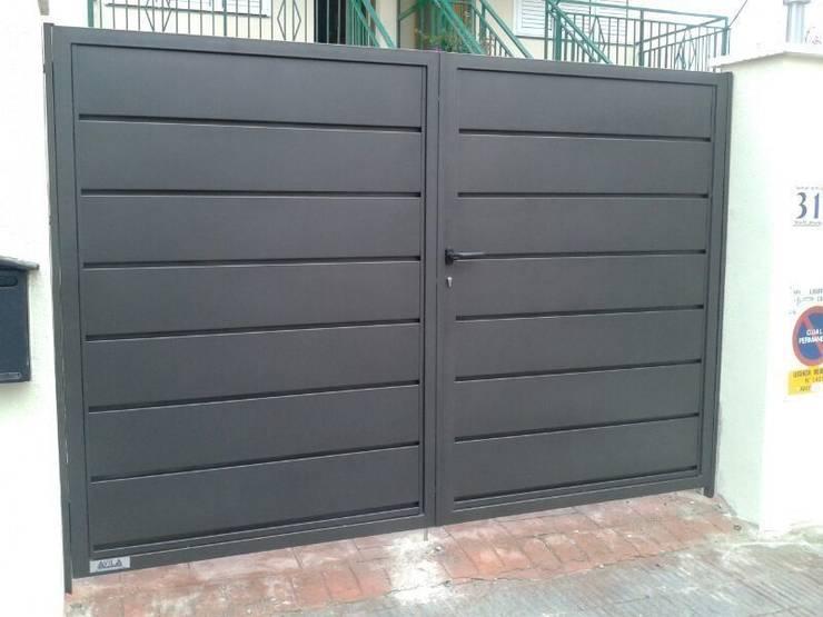 Garage Doors by CIERRES METALICOS AVILA, S.L.